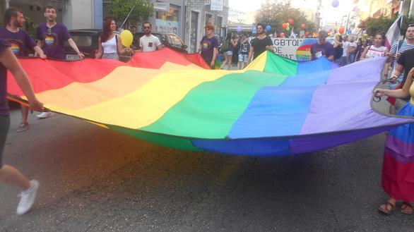 Η μεγάλη πορεία του 2ου Patras Pride έκανε το… ουράνιο τόξο να «λάμψει» στην Πάτρα (pics)