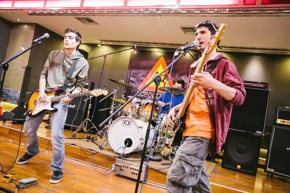 """Γνωρίστε τους Dysfunktionals - Η Πατρινή μπάντα που """"ανεβαίνει"""" στο Schoolwave Festival (pics+video)"""