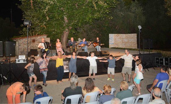 Μια μοναδική βραδιά χάρισε στους Πατρινούς ο ρεμπέτης Αγάθωνας (pics)