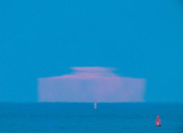 Δείτε το «ορθογώνιο Φεγγάρι» - Ένα περίεργο θέαμα στον ουρανό των ΗΠΑ (pics)