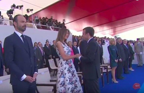 Όταν ο Εμανουέλ Μακρόν «κάρφωσε» με το βλέμμα του τη Μελάνια Τραμπ (video)
