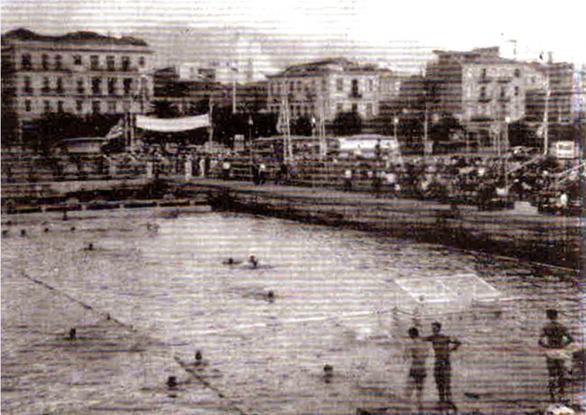 Πόλο στον μόλο της Αγίου Νικολάου, στο παλαιό λιμάνι της Πάτρας - Ρετρό; Και όμως όχι!