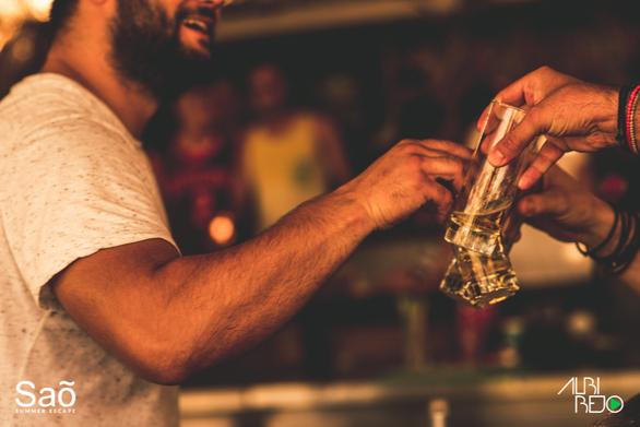 Chris Jun at Sao Beach Bar 12-08-17
