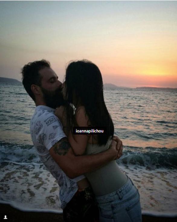 Πηλιχού - Τσούφης: Το καυτό φιλί στο ηλιοβασίλεμα!