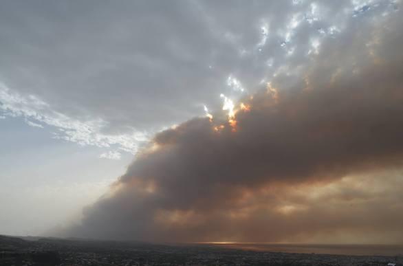 """Σκηνικό """"Αποκάλυψης"""" στον ουρανό της Πάτρας - Δείτε φωτογραφίες και βίντεο"""