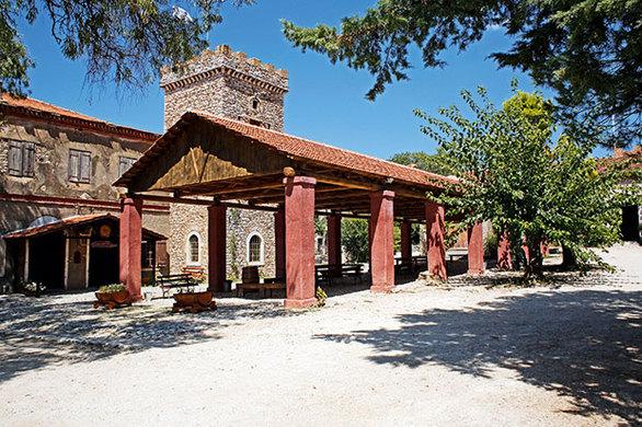 Επίσκεψη στις εγκαταστάσεις του ιστορικού οινοποιείου της Achaia Clauss. (Φωτογραφία: ΝΙΚΟΣ ΚΟΚΚΑΣ)
