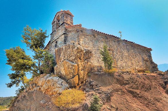 Ερύμανθος - 5 ιστορικά θρησκευτικά μνημεία, σε ένα «ιερό» βουνό!