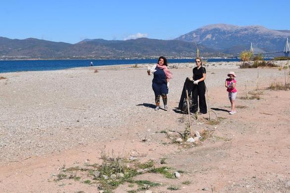 Πάτρα - Καθαρίστηκε η παραλία «Δάφνες»! (φωτο)