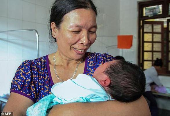 Υπέρβαρο μωράκι γεννήθηκε στο Βιετνάμ - Ζυγίζει 7,1 κιλά