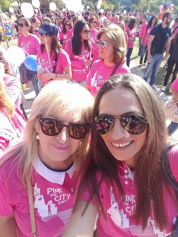 """Το ροζ ποτάμι του «Pink the City 2017» """"πλημμύρισε"""" με μηνύματα αισιοδοξίας το κέντρο της Πάτρας (pics+vids)"""