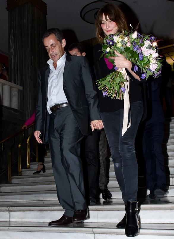 Λιτή η Κάρλα Μπρούνι στις εμφανίσεις της στην Ελλάδα (φωτο)