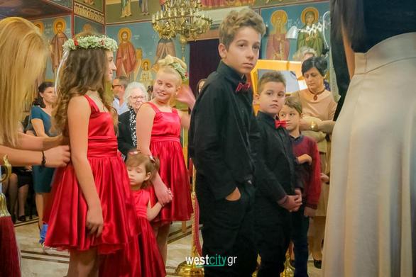 """Μια διαφορετική νύφη και ένας γάμος στo... """"κόκκινο"""" στην Πάτρα"""