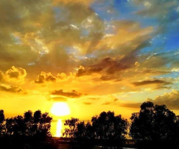"""Το ηλιοβασίλεμα """"βυθίζεται"""" στη θάλασσα του Πατραϊκού!"""