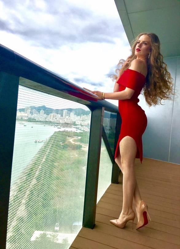 Μαρία Ψηλού - Η Αιγιώτισσα Σταρ Ελλάς στα πιο σέξι της, στην Κίνα (pics)