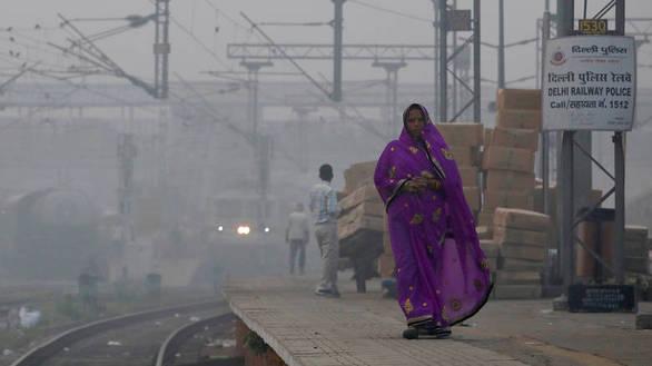 Ινδία: Με ψεκασμό νερού προσπαθούν να αντιμετωπίσουν την ατμοσφαιρική ρύπανση