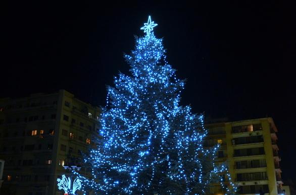 Πάτρα: Χριστουγεννιάτικο χωριό χωρίς έλατο, αλλά με φάτνη στην... πλατεία Γεωργίου! (pic)