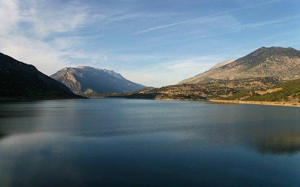 Γαλήνια ατμόσφαιρα στη λίμνη Μόρνου!