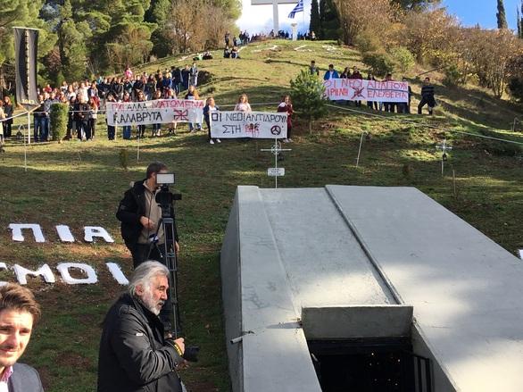 """Αχαΐα: Με το μήνυμα """"Ποτέ πια άλλα Καλάβρυτα"""", κορυφώθηκαν οι εκδηλώσεις μνήμης (pics)"""