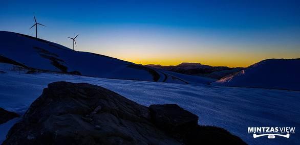 Η πρώτη ανατολή του ήλιου το 2018 από το Αιολικό πάρκο του Παναχαϊκού (pics+video)