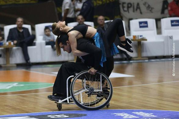 Πάτρα: Σείστηκε το γήπεδο από το χειροκρότημα του κόσμου - Η αναπηρία δεν είναι εμπόδιο! (pics+video)