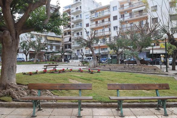 """Πάτρα: """"Ομόρφυνε"""" η πλατεία Νόρμαν (pics)"""