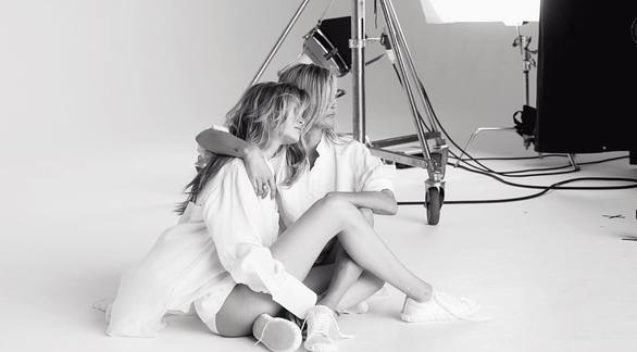 Kate Moss και Gigi Hadid πρωταγωνιστούν στη νέα καμπάνια διάσημου οίκου μόδας (φωτο)