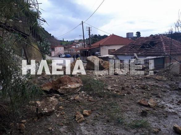 Απίστευτο περιστατικό στην Ηλεία - Βράχοι διέλυσαν σπίτι (pics)