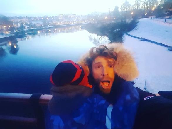 Στη Φινλανδία με τον γιο του, ο Γιώργος Μανίκας (φωτο+video)