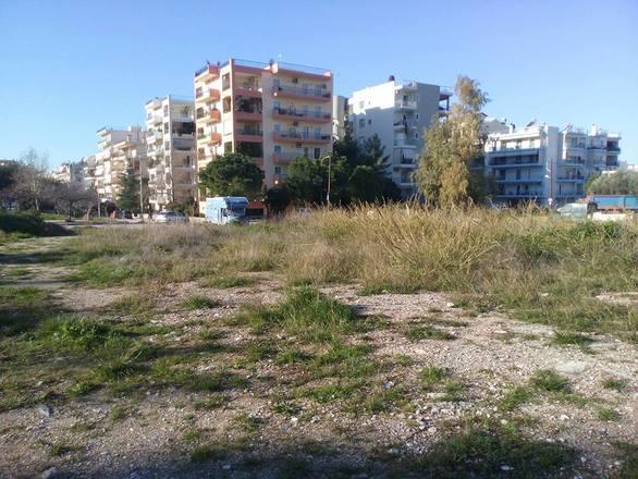 """Πάτρα - Περιοχή της Αγυιάς, αντί για χώρος πρασίνου, κατέληξε """"βομβαρδισμένο"""" τοπίο (φωτο)"""