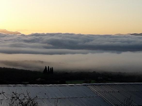 Όταν τα σύννεφα σκέπασαν το Αγρίνιο (pics)