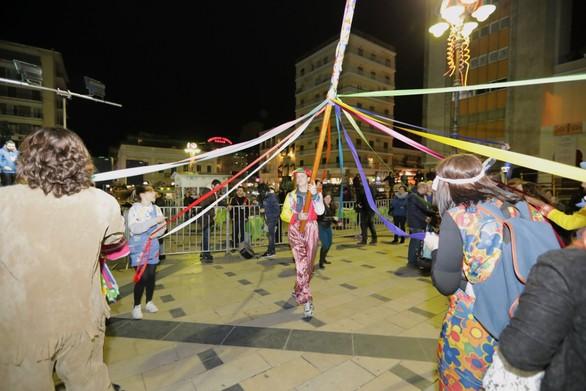 Ένα πολύχρωμο γαϊτανάκι ήχων και χορών πλημμύρισε την Πάτρα! (pics)