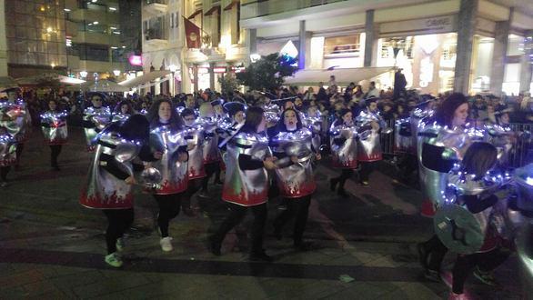 Σε εξέλιξη η νυχτερινή παρέλαση του Πατρινού Καρναβαλιού! - Δείτε φωτογραφίες