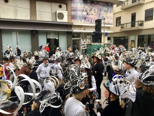 Πάτρα: Στους δρόμους οι Καρναβαλιστές για την Μεγάλη Παρέλαση! (pics)
