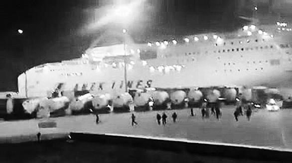 O «πόλεμος» λιμενικών - μεταναστών στην Πάτρα, μέσα από εικόνες-ντοκουμέντα!