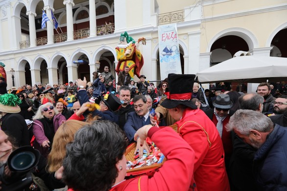 Έκρηξη χαράς και κεφιού στην Πάτρα, στην Μεγάλη Παρέλαση του Καρναβαλιού (φωτο)