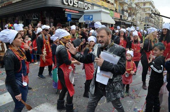 Καλαμάτα - Ο Χρήστος Φερεντίνος παράτησε στη μέση την παρουσίαση της παρέλασης (φωτο+video)