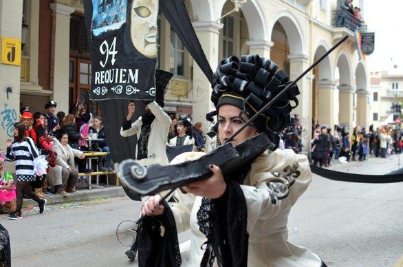 Καθήλωσαν οι Requiem του Πατρινού Καρναβαλιού στις παρελάσεις (pics+video)