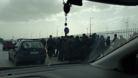 Λιμάνι Πάτρας - Μετανάστες επιτέθηκαν με πέτρες κατά αστυνομικών και λιμενικών (φωτο)