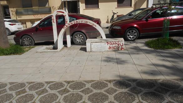 Αγία Λαύρα - Η μικρή πλατεία της Πάτρας με τις μουριές και τα καφενεία (pics)