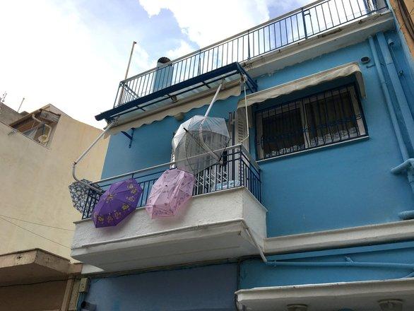 Το μπαλκόνι που σε αναγκάζει να κοιτάξεις ψηλά - Στο Βλατερό της Πάτρας  (pics)