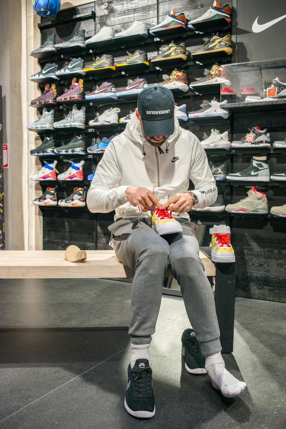Το Sneaker10, έδωσε σε ένα ζευγάρι παπούτσια, τη μορφή του Βασίλη Σπανούλη! (φωτο)