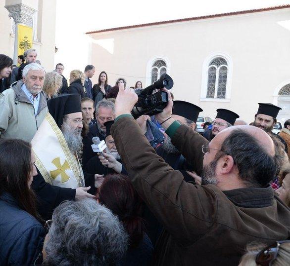 (Οι φωτογραφίες είναι από την Ιερά Μητρόπολη Πατρών, την μέρα που το Τίμιο Ξύλο αποχώρησε από την Πάτρα).