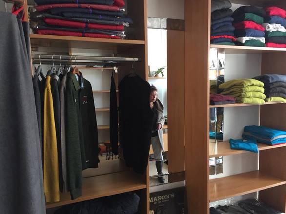 Πάτρα: Άγνωστοι μπήκαν σε κατάστημα ένδυσης στην Αγυιά - Άρπαξαν ρούχα αξίας 5.000 ευρώ!
