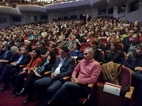 Συγκλόνισε το κοινό της Πάτρας το έργο «Οι Ελεύθεροι Πολιορκημένοι» του Γιάννη Μαρκόπουλου (φωτο+video)