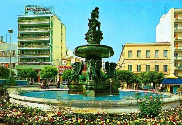 Η σπουδαιότερη πλατεία της Πάτρας στολισμένη με μια αγκαλιά από λουλούδια