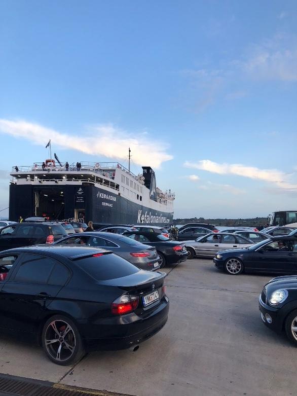 Κοσμοσυρροή στο λιμάνι της Πάτρας - Πλήθος επισκεπτών ταξιδεύει για Κεφαλονιά (φωτο)