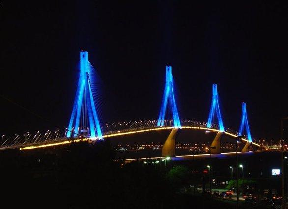 Η Γέφυρα Ρίου - Αντιρρίου φωταγωγείται για το Πάσχα!