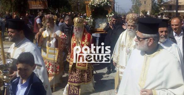 Ηλεία: Πλήθος κόσμου στην Γαστούνη στο έθιμο της καύσης του Αράπη (pics)