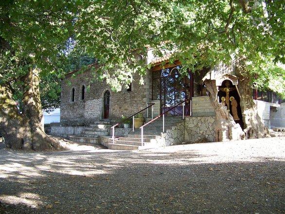 Γραφικά εκκλησάκια της Αχαΐας, που δένουν αρμονικά με το ελληνικό τοπίο!