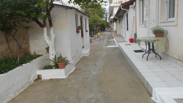 Πάτρα: Το γραφικό δρομάκι της Οδησσού που θυμίζει νησί (φωτο)